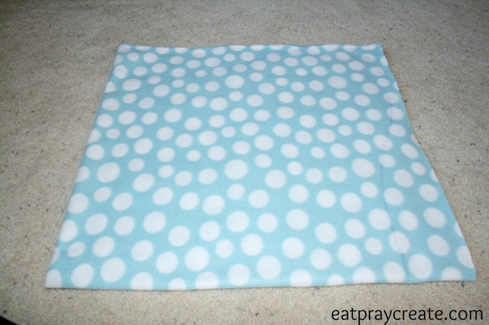 DIY Easy Car Seat Blanket Tutorial